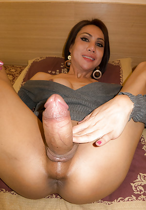 Big dick tgirl
