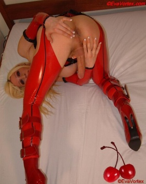 Free Shiny Latex Tranny Sex Pics